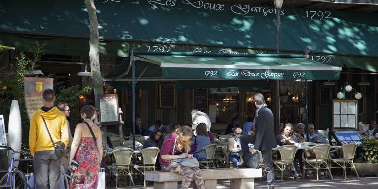 Les Deux Garcons café on the Cours Mirabeau at Aix-en Provence #AixenProvence #PaulShawcross