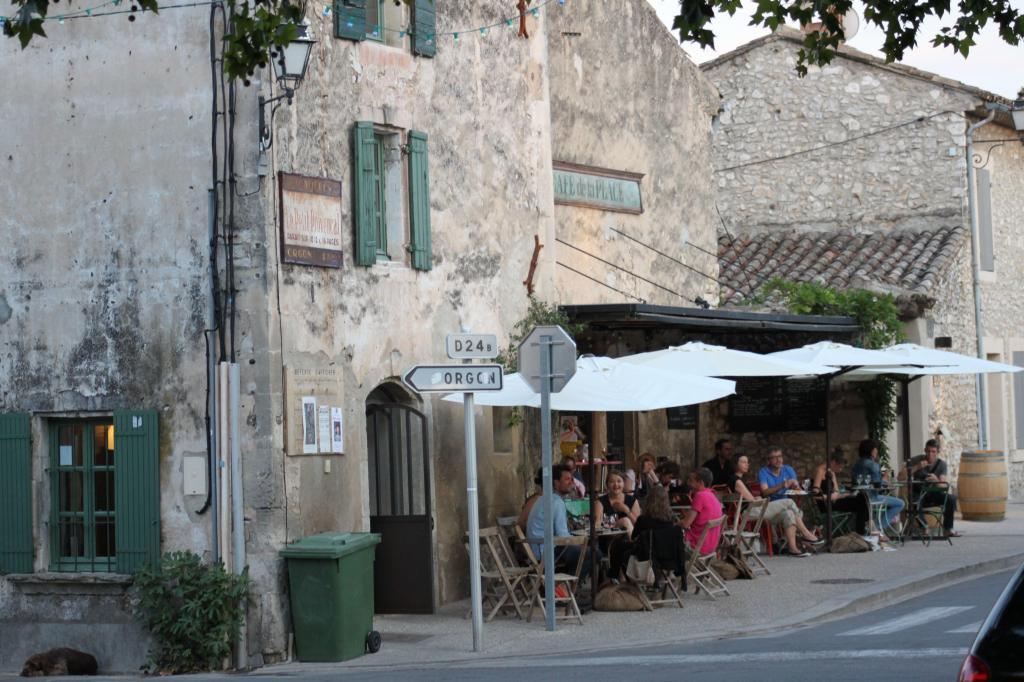 Eygalieres Cafe de la Place #Eygalieres #Provence @PerfProvence
