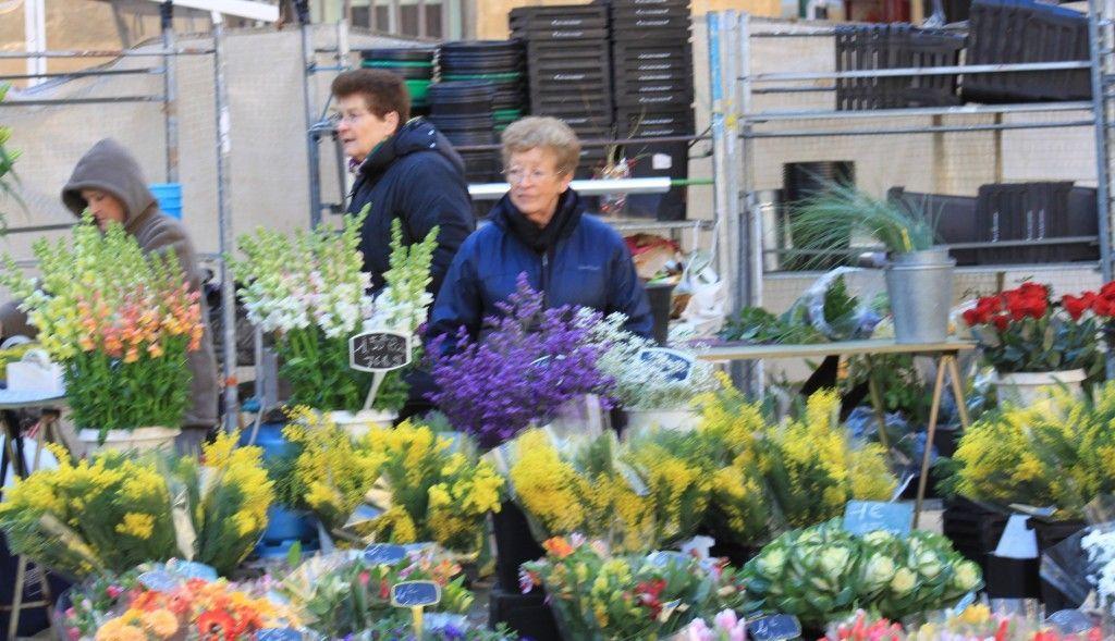 Flower market Hotel de Ville Aix-en-Provence #AixenProvence @PerfectlyProvence