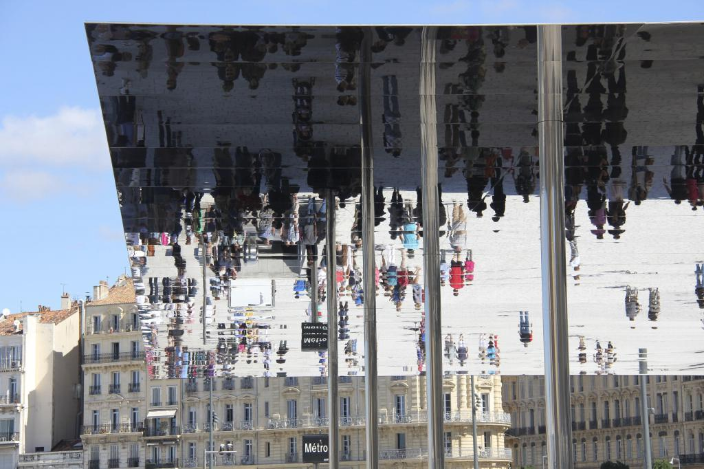 Mirrored Canopy - Foster & Partners Marseille #Marseille #Provence @PerfProvence