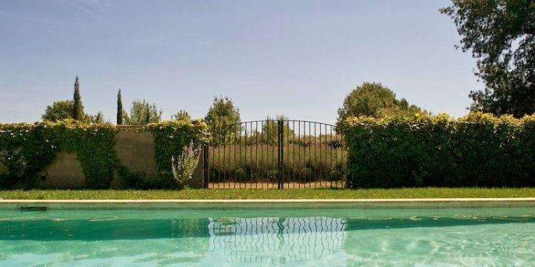 Mas de la Croix de Fer #Mallemort #Provence #Guesthouses #Pool