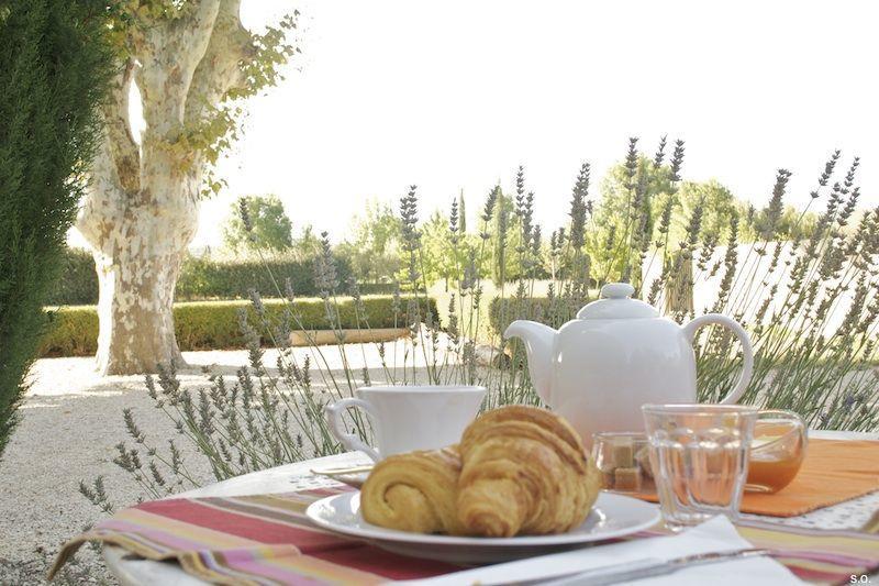 Mas de la Croix de Fer #Mallemort #Provence #Guesthouses #Breakfast