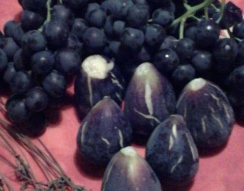 Black figs and Grapes Noire de Caromb Fresh Figs Dessert @hildast