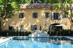 Exterieur vue piscine Domaine de Manville @DomaineManville