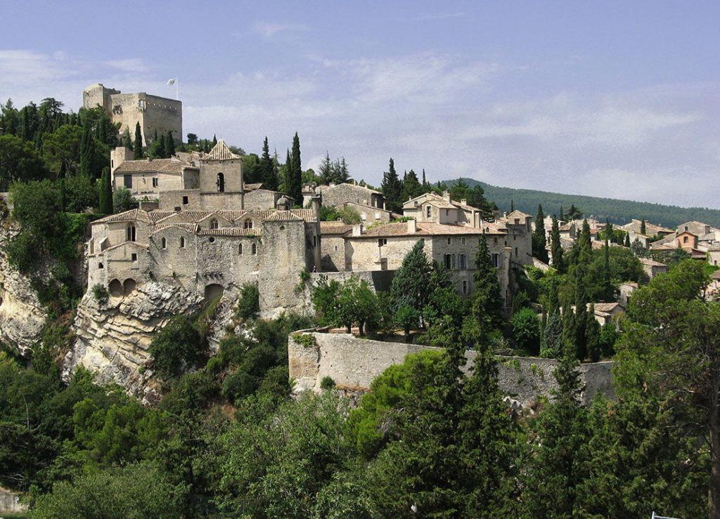 Vaison-la-Romaine #Vaison #Provence @vaisonsharon