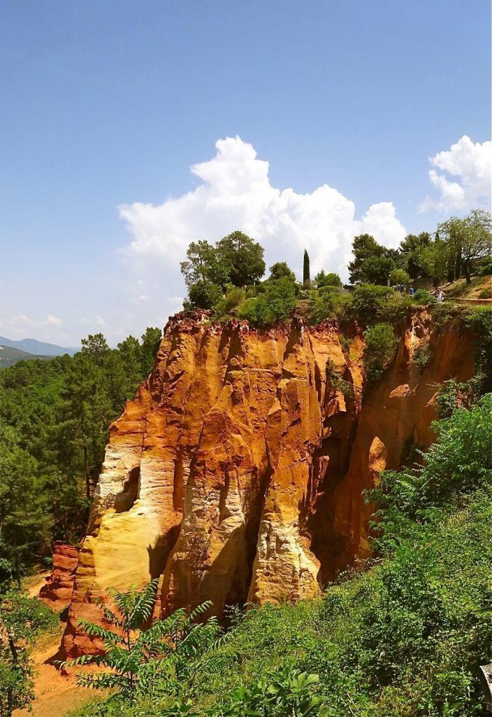 Red Cliffs of Roussillon @francewithdawn #Provence