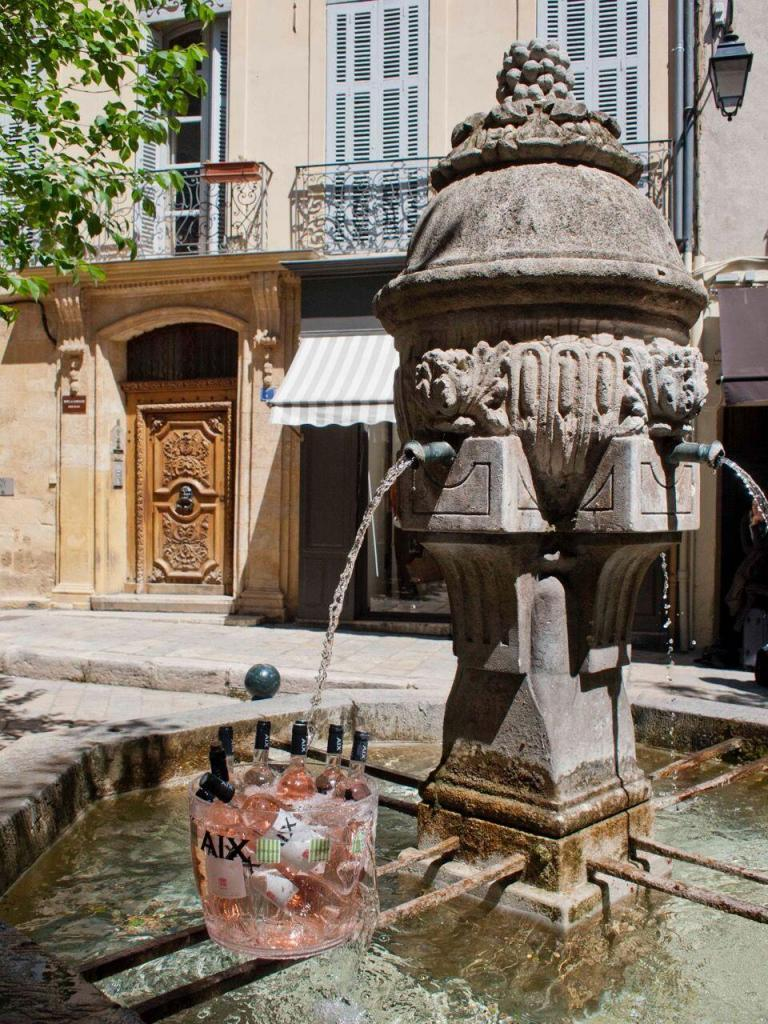 Rose Fountain in #AixenProvence