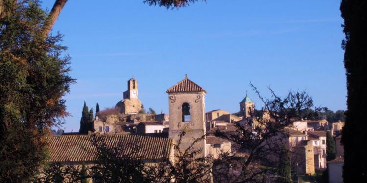 Lourmarin in Winter #Lourmarin #Provence via @DetoursandDiversions