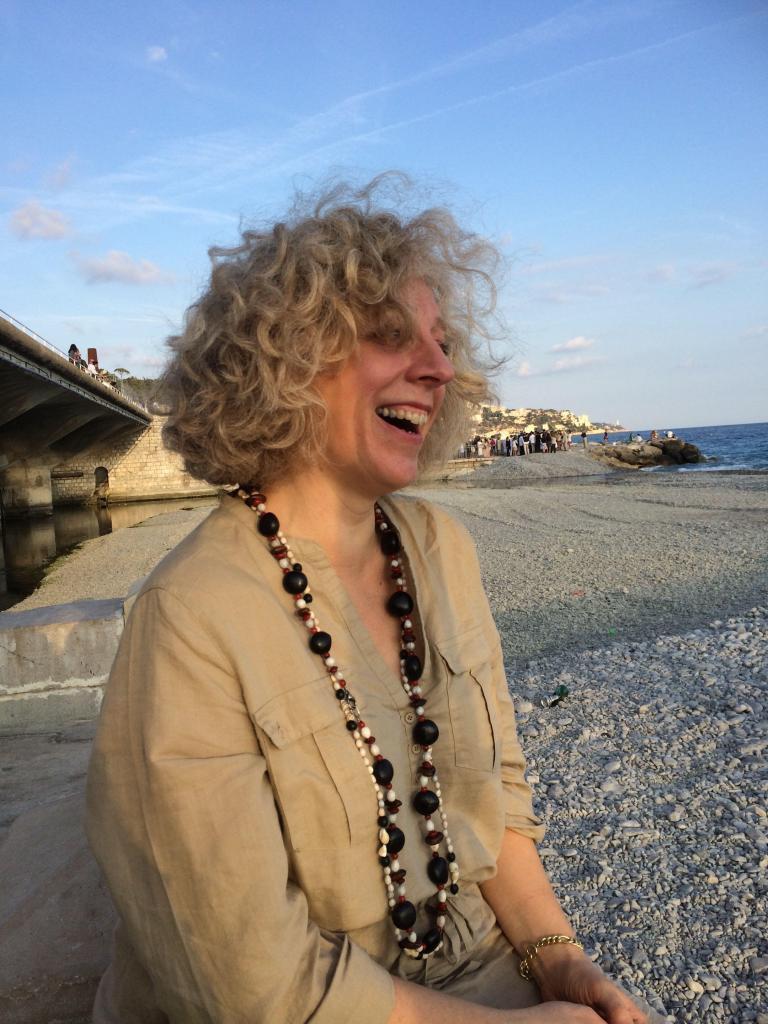 Elizabeth Gabay MW @LizGabayMW on the beach