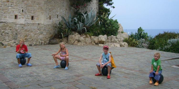 Hilltop Villages #Provence #Children @FibiTee