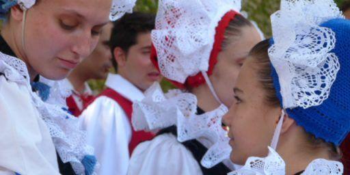 Fete des Mais, traditional Nicois costume @FibiTee