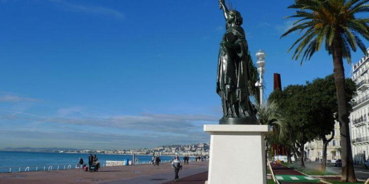 Promenade des Anglais #Nice via Liz Lord