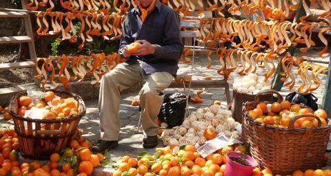 orange peeler in Bar sur Loup #OrangeFestival @FibiTee