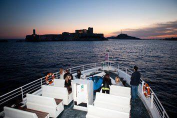 Ferry from Marseille to Ile de Frioul @Aixcentric