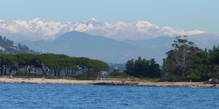 Alps meet Mediterranean #Provence via @FibiTee