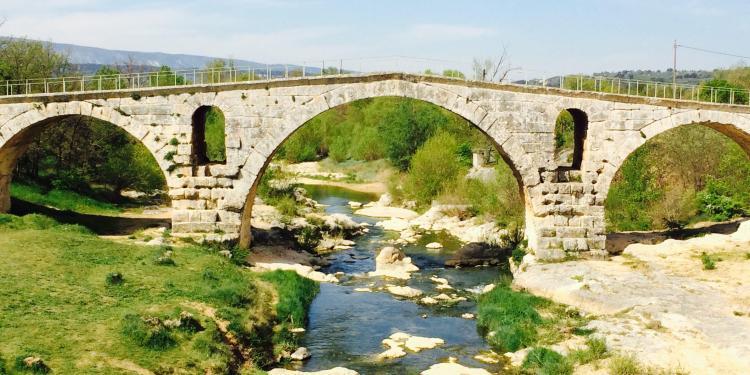 Pont Julien Roman Bridge Provence @ProvenceTayls