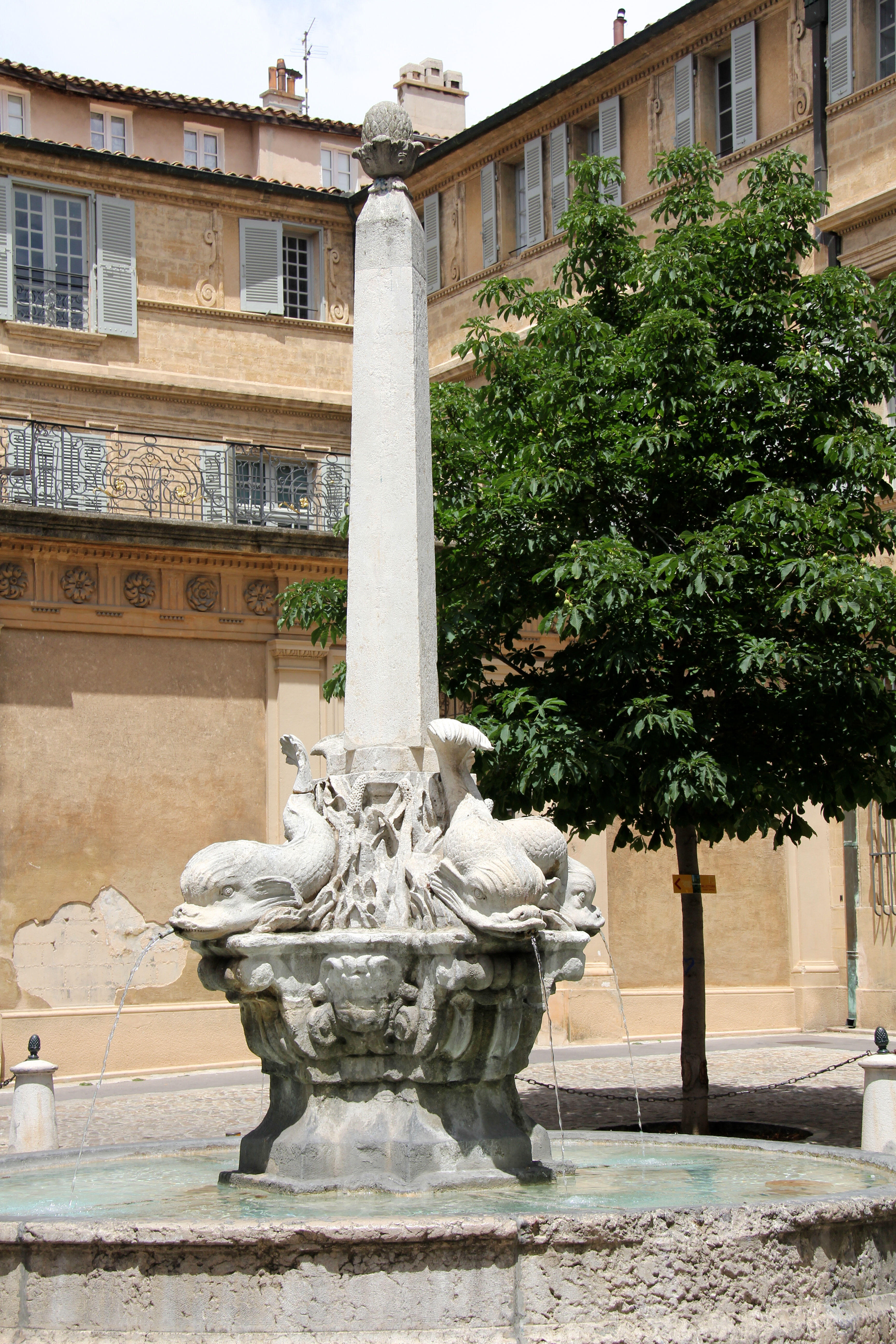 6 must see squares in aix for Piscine yves blanc aix en provence