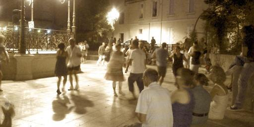 Dancing in Salon #SalondeProvence @PerfProvence
