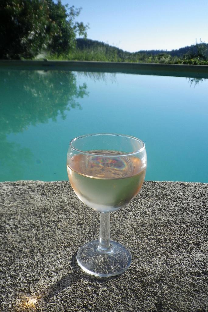Apero #Arles #Provence @LostinArles @HeatherRobinson