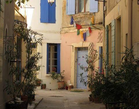 Colours of Arles #Arles Heather Robinson @LostinArles @HeatherRobinson