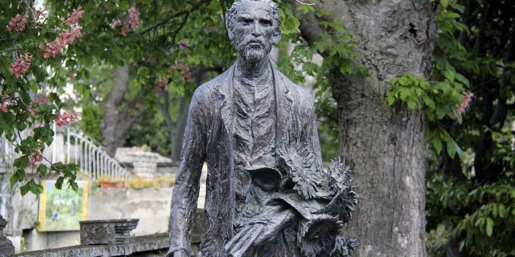 Van Gogh Statue #StRemy #VanGogh @GingerandNutmeg