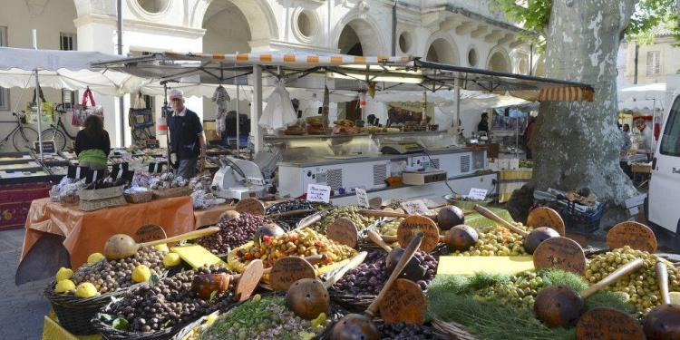 Market in #StRemydeProvence @CuriousProvence
