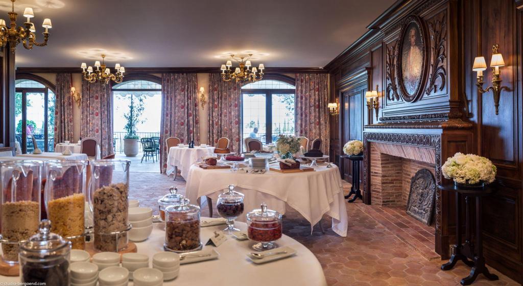 Dining at la Bastide de Gordes #Gordes #Hotel
