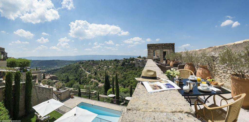 Views from la Bastide de Gordes #Gordes #Hotels