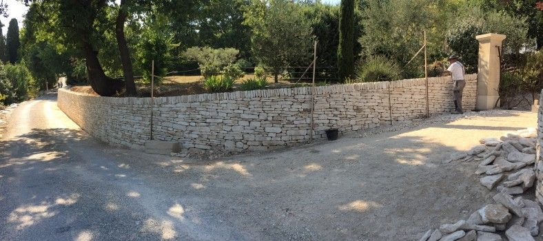 Dry Stone Wall #Provence @ProvenceTayls