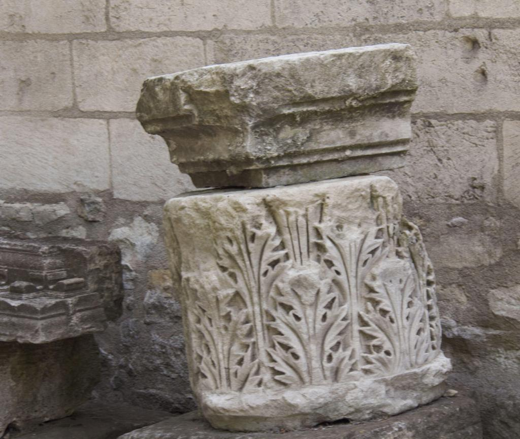 Alyscamps necropolis Sarcophages Provence Arles