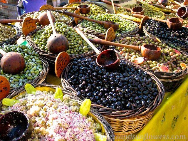 Olives for sale in the Uzes market