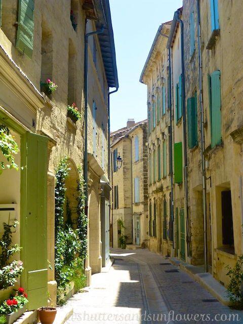 Rue de Petite Bourgade #Uzes @ShutrsSunflowrs