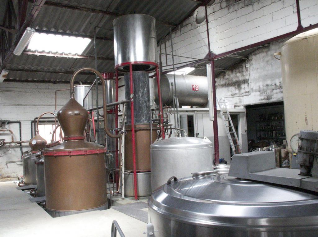 Manguin Distillery Île de la Barthelasse