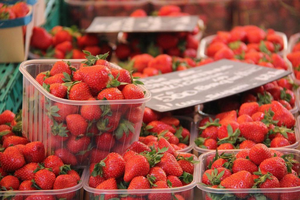 Market Strawberries #Provence @PerfProvence