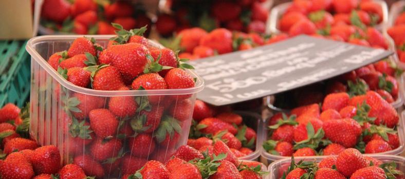Market Strawberries Provence @PerfProvence