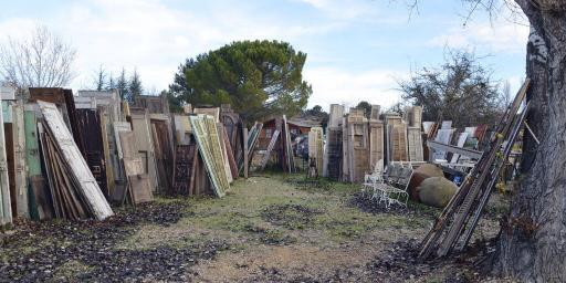 Shopping for Antique Patina Doors in Provence @CuriousProvence