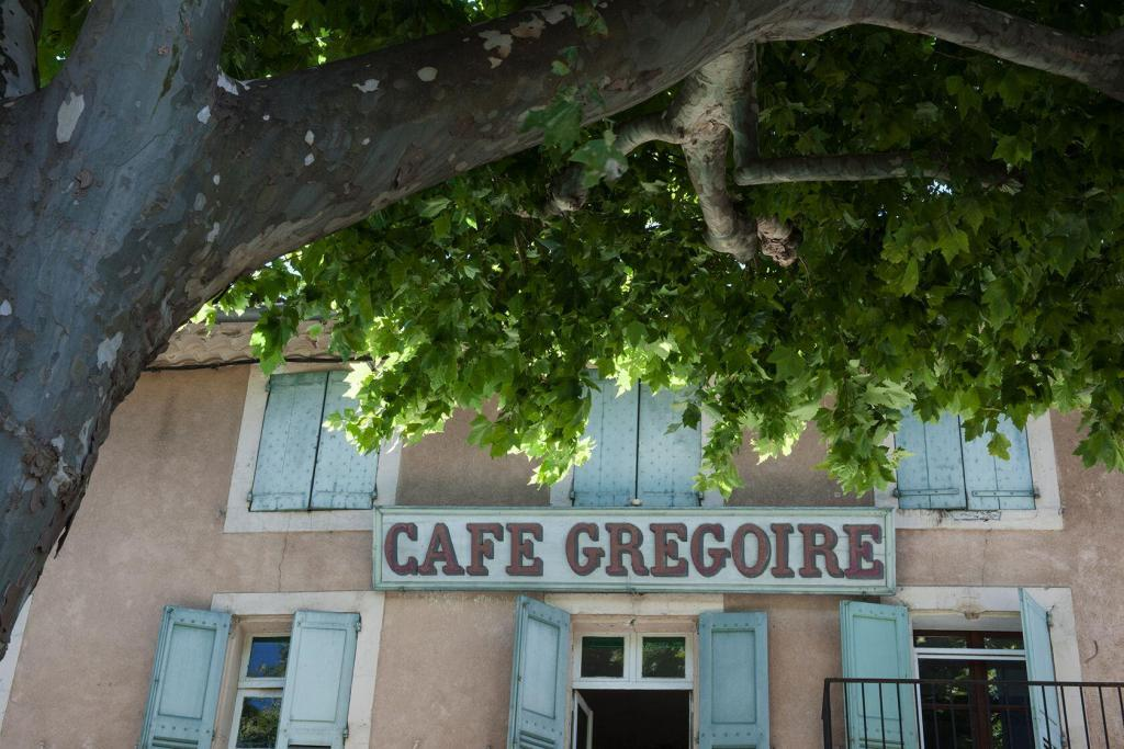Cafe and plane tree in #Provence @Inntravel