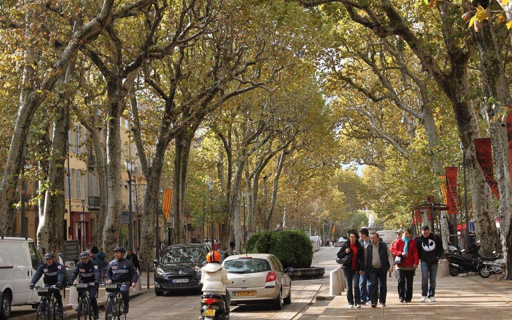 Cours Mirabeau #AixenProvence @PerfProvence