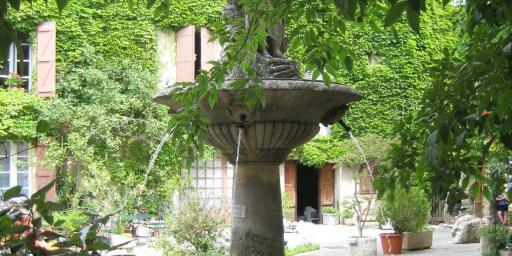 Saignon fountain in the square @JaneDunning