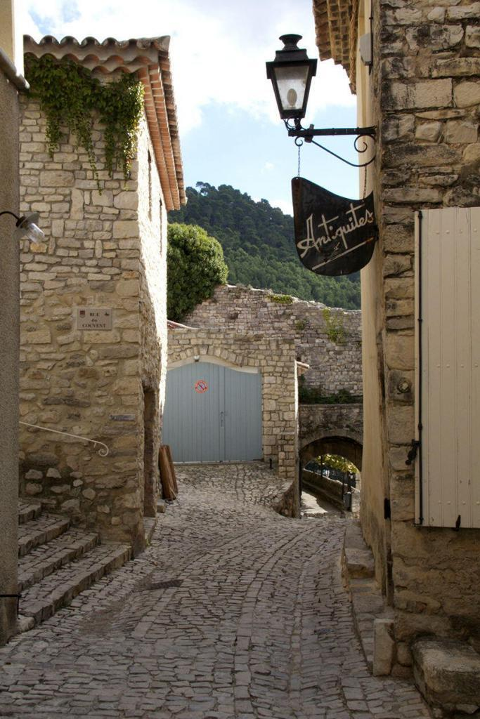 Seguret Village Views #Vaucluse @PerfProvence