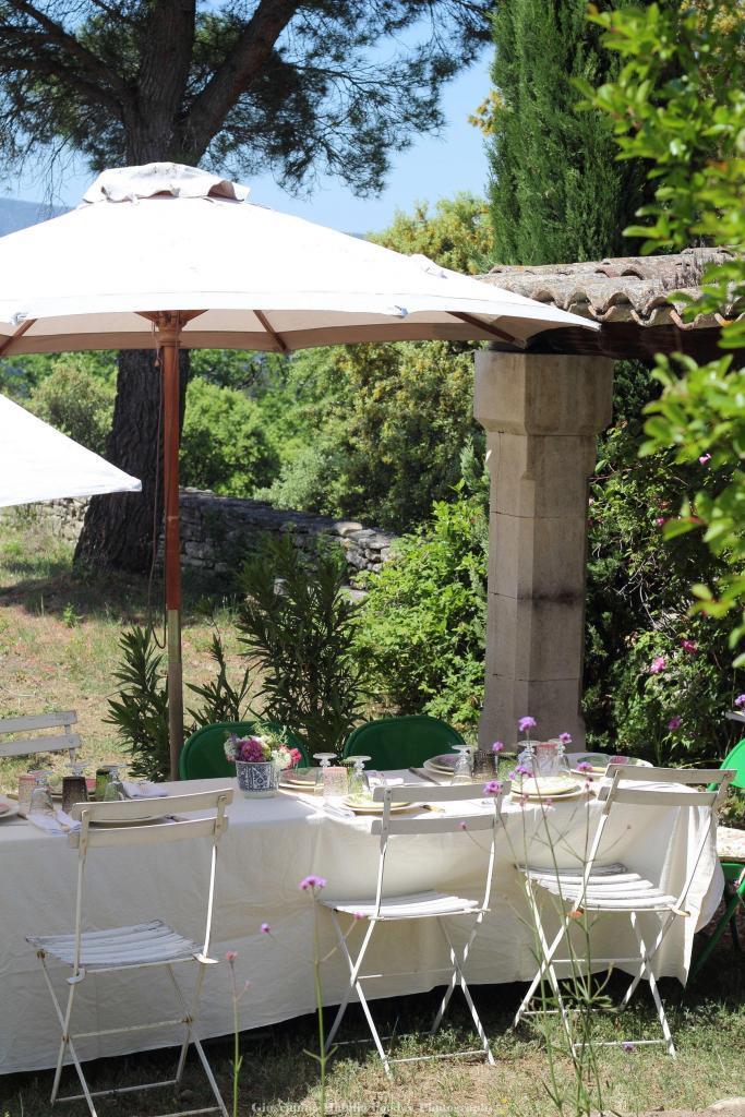 Al fresco dining #Provence @venisenprovence