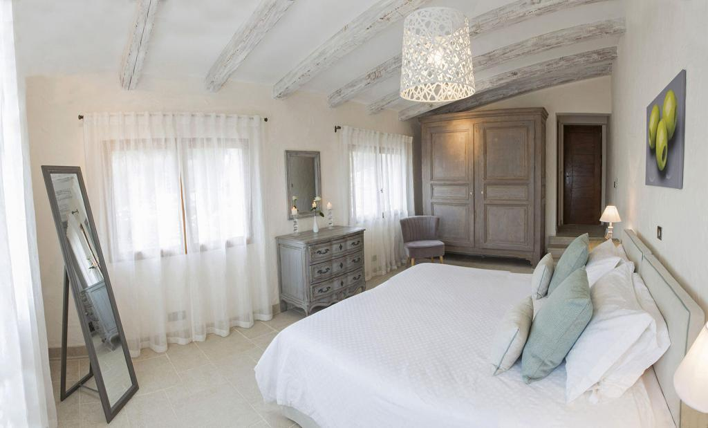 Bedroom Mas des Avelines @OlivesVines