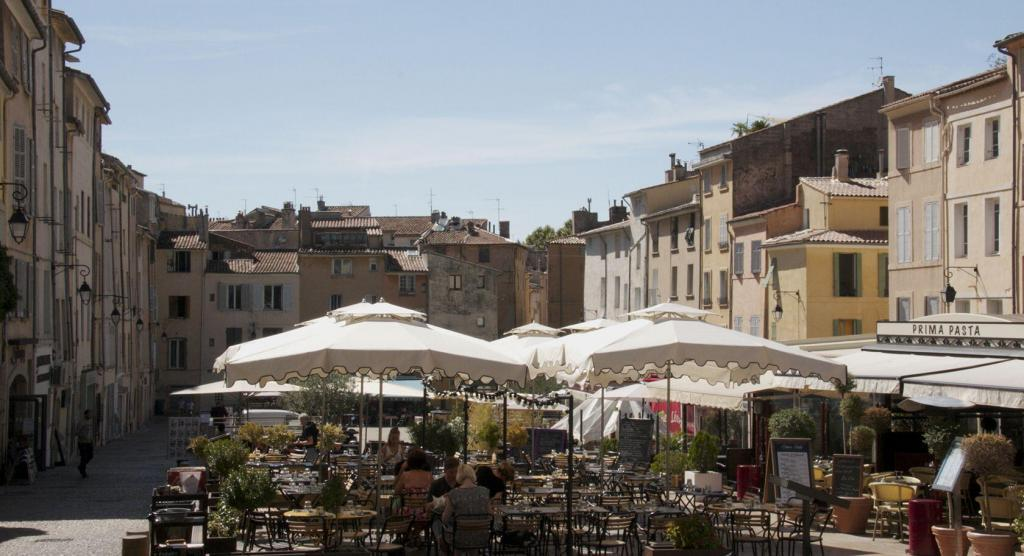 Place des Cardeurs #AixenProvence Restaurants #TastesofProvence @PerfProvence