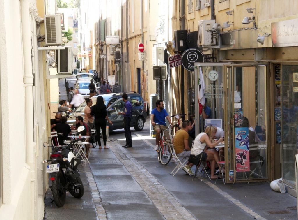 Street scene #AixenProvence Restaurants #TastesofProvence @PerfProvence