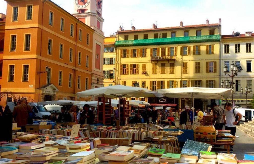 Book Market in Nice @ToursofNice #Nice06
