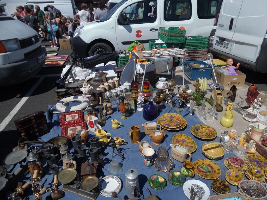 Marche Gare #Carpentras #Markets #Brocante @HildaSt