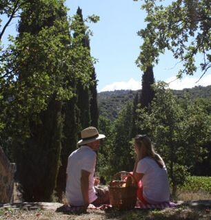 Unang Picnic Chateau de Mazan @GrapeEscapes