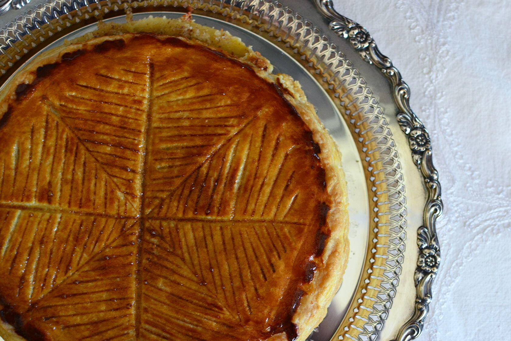 Pastry fit for kings galette des rois perfectly provence - Decor galette des rois ...