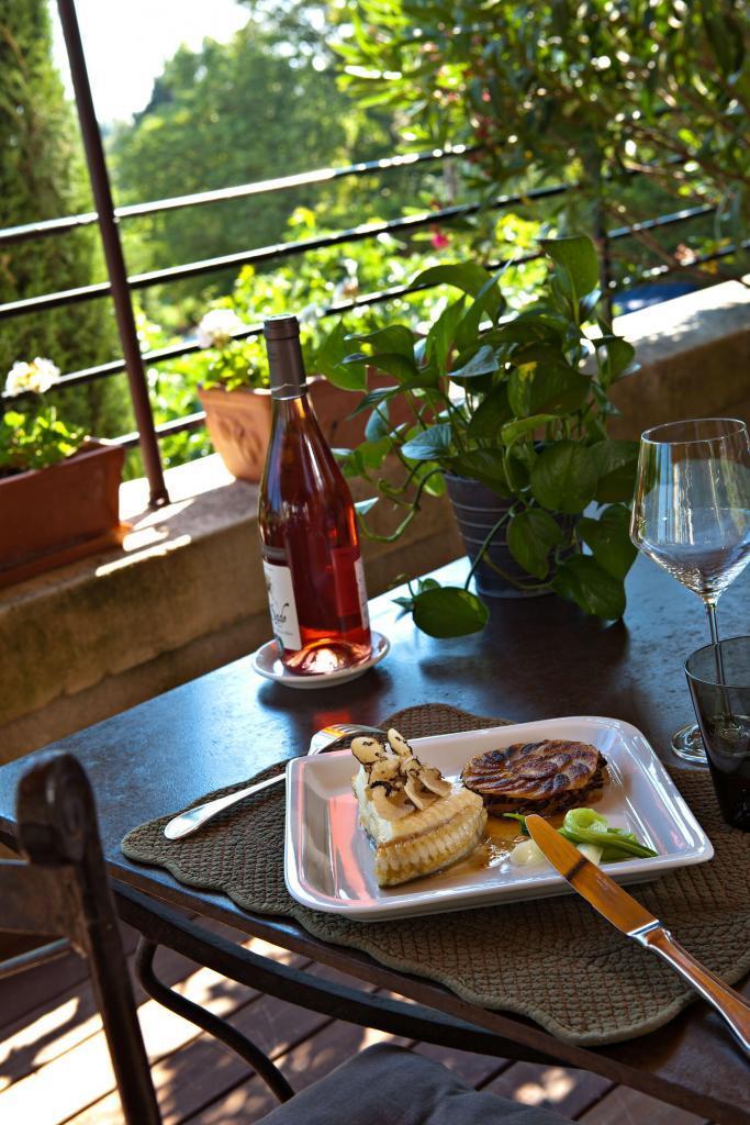 plat terrasse Chateau de Mazan @GrapeEscapes