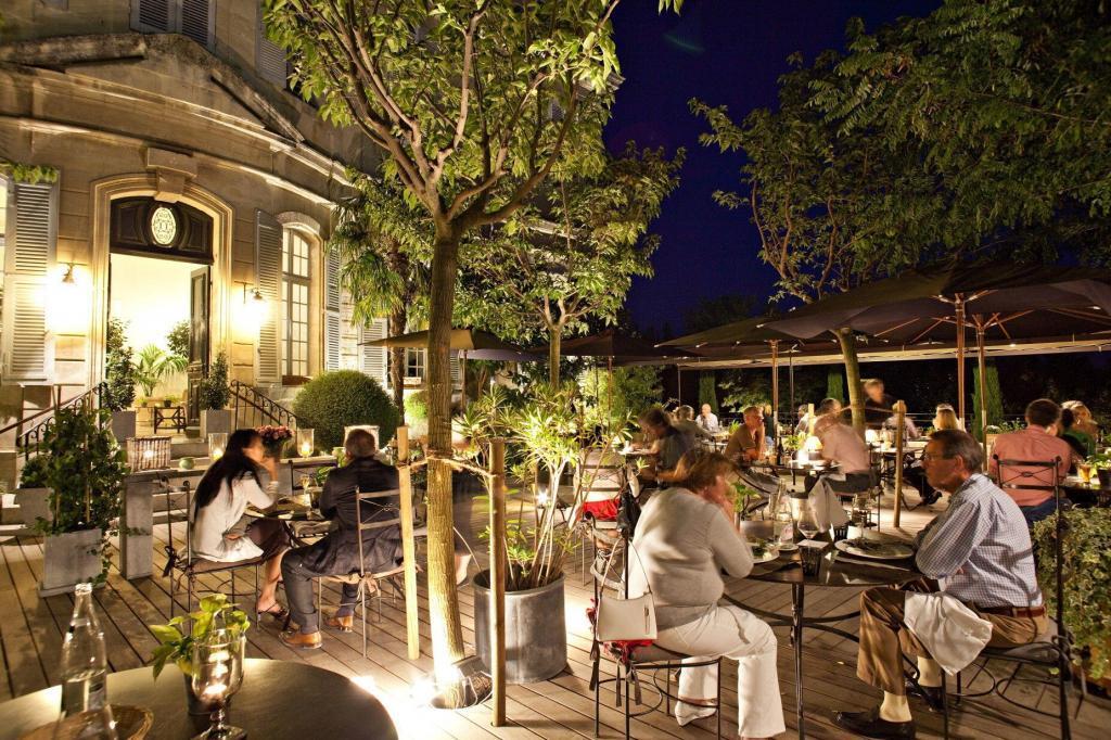terrasse nuit Chateau de Mazan @GrapeEscapes